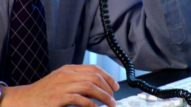 exec on the phone - skjorta och slips bildbanksvideor och videomaterial från bakom kulisserna
