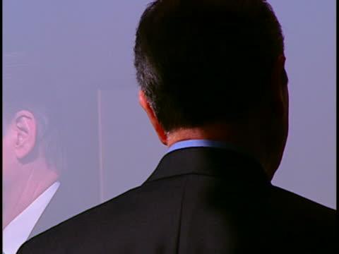 vídeos y material grabado en eventos de stock de execs meeting - traje corbata