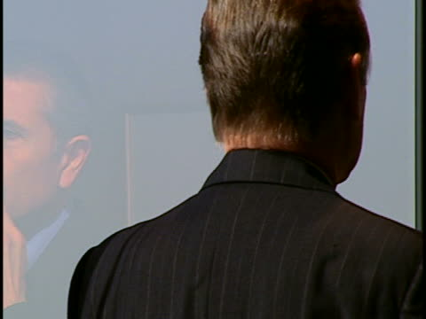 stockvideo's en b-roll-footage met execs meeting - compleet pak