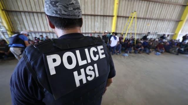 vídeos de stock, filmes e b-roll de ice executes federal criminal search warrants in north texas - controle de passaporte