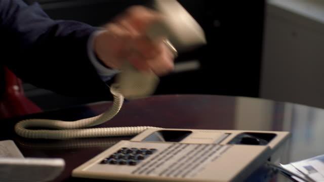 vídeos y material grabado en eventos de stock de executive answering telephone in office - vestimenta de negocios formal