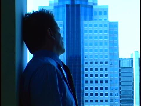 stockvideo's en b-roll-footage met executive portrait - overhemd en stropdas