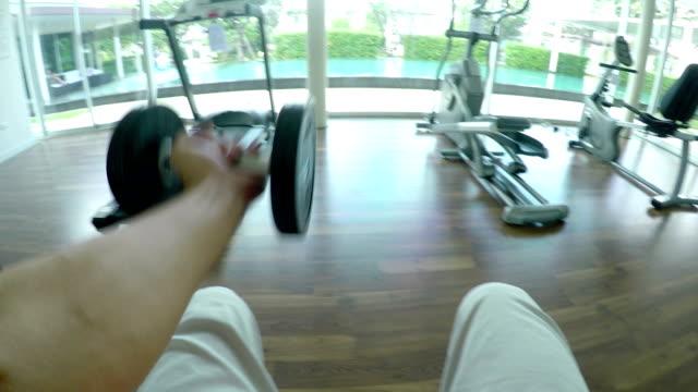 trainieren sie im fitnessraum - brustwarze stock-videos und b-roll-filmmaterial