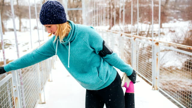 exercise on a snowy winter day - woolly hat stock videos & royalty-free footage