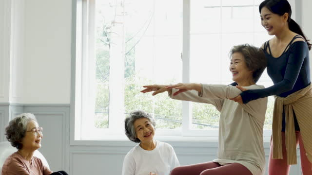 exercise - yoga instructor guiding seniors to practice with a good posture - good posture stock videos & royalty-free footage