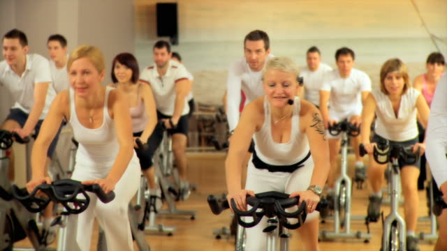 DOLLY HD: Training im Fitnessraum