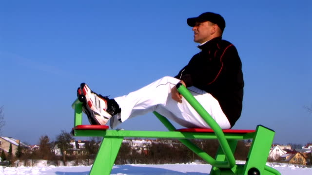 esercizio in inverno - mezzogiorno video stock e b–roll