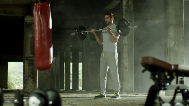vidéos et rushes de exercice physique - masculinité