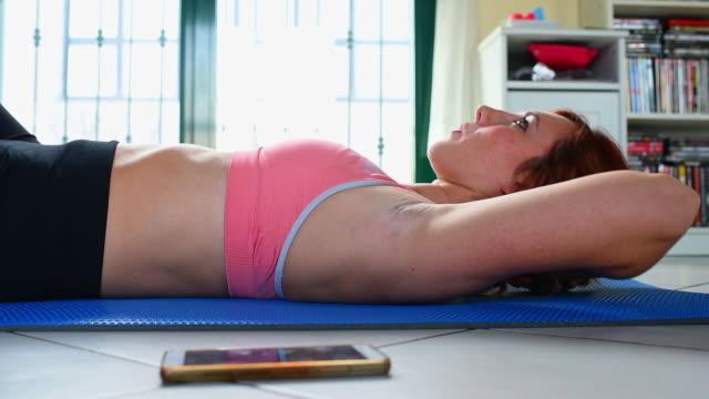 vídeos y material grabado en eventos de stock de exercising - entrenamiento sin material