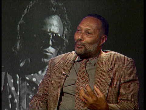 exhibition of black photographers cms stuart hall intvwd sof us photographers trained in photojournalistic tradition cms photograph being developed... - 司会者 スチュアート・ホール点の映像素材/bロール