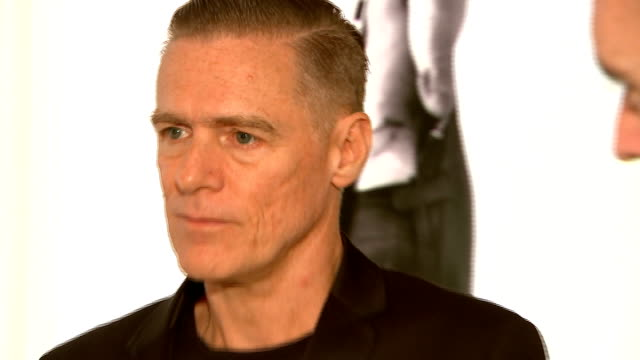 vidéos et rushes de exhibition of bryan adams photographs bryan adams interview as along in exhibition sot on what he learnt on working with these individuals / former... - bryan adams