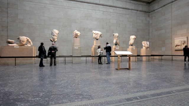 exhibition space in british museum - museum stock-videos und b-roll-filmmaterial