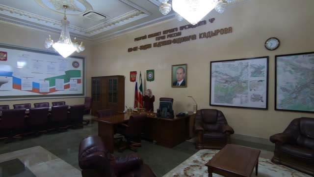 exhibitions in akhmat kadyrov museum overwhelmingly a shrine to akhmat and ramzan kadyrov in grozny the capital city of chechnya in the north... - grosny stock-videos und b-roll-filmmaterial