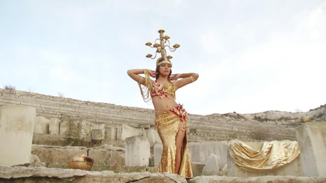 Exotischer Tanz im alten errichtet