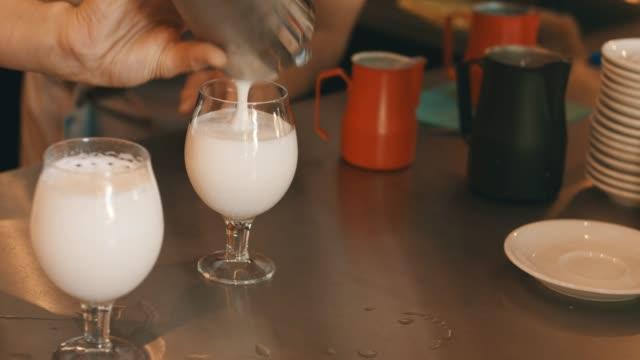 エキゾチックな乳白色の飲み物 - スナック点の映像素材/bロール