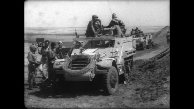 vidéos et rushes de expanse of the suez canal / soldiers sit on idle tank / israeli troops milling about / soldiers crowd the back of a truck which drives away - 1967