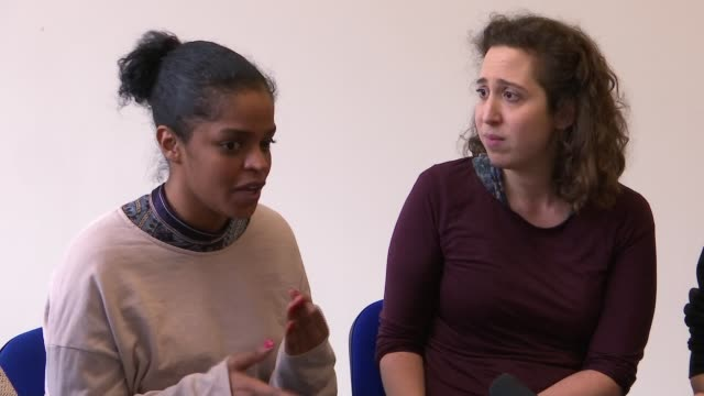 vidéos et rushes de experiences with antiextremism prevent strategy explored in new play england london int various shots of actors rehearsing play 'the glass will... - répétition de spectacle
