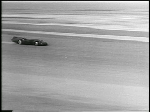 pan experimental race car speeding past camera on daytona beach - 1935 stock videos & royalty-free footage