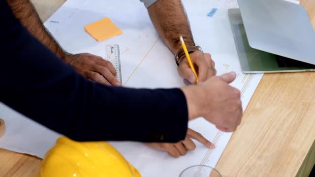 fachliche entwürfe von fachkundigen architekten - grundriss stock-videos und b-roll-filmmaterial