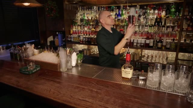 Expert mixologist David Miles shows how to make a Maker's Milk Punch for your guests this Christmas