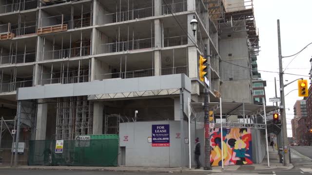 experts are predicting that the toronto real estate market is going to take off in 2020, in toronto, ontario, canada, on saturday, february 15, 2020. - 不動産の看板点の映像素材/bロール