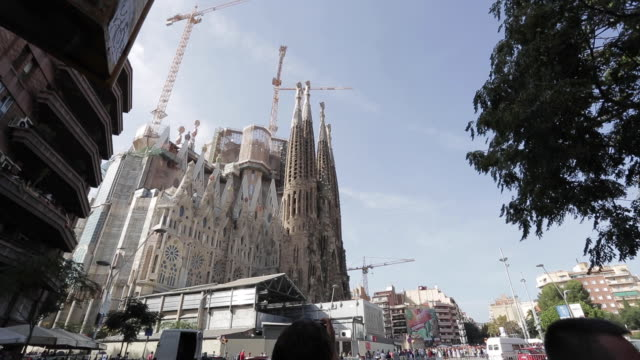 expiatorio temple of the holy family in barcelona - 1936 stock videos & royalty-free footage