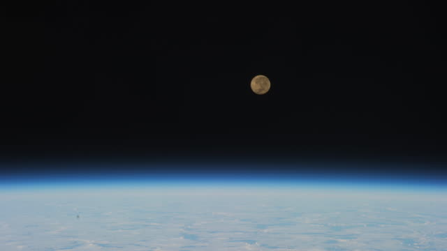 vidéos et rushes de iss exploration of planet earth: moonset across south america. beauty in nature or the marvel of 'creation' - en orbite autour
