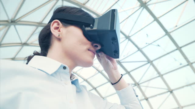 explore virtual reality. - realtà aumentata video stock e b–roll