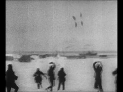 explorer richard e byrd and pilot floyd bennett get into plane josephine ford / plane taxis on ice / plane takes off from alaska toward north pole... - audio software stock videos & royalty-free footage