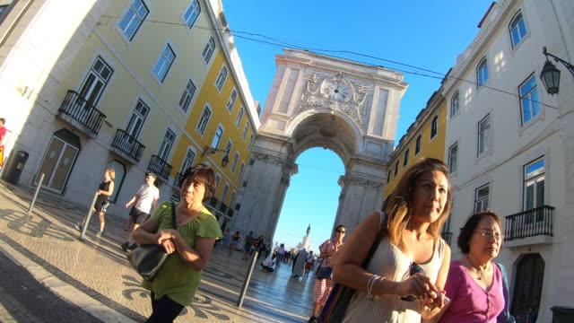 vidéos et rushes de explorer arco da rua augusta à lisbonne - place