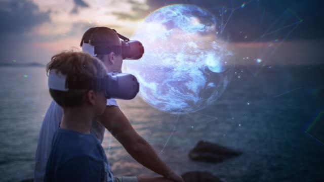 interaktiven planeten erde in virtual reality brillen erkunden - interaktivität stock-videos und b-roll-filmmaterial