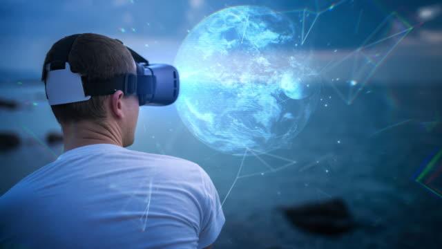 erforschung des planeten erde in virtual reality brillen - anpassen stock-videos und b-roll-filmmaterial