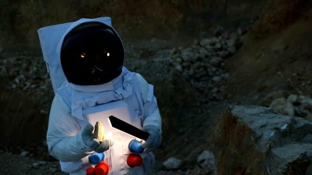 exploring rock on mars - astronaut stock videos & royalty-free footage