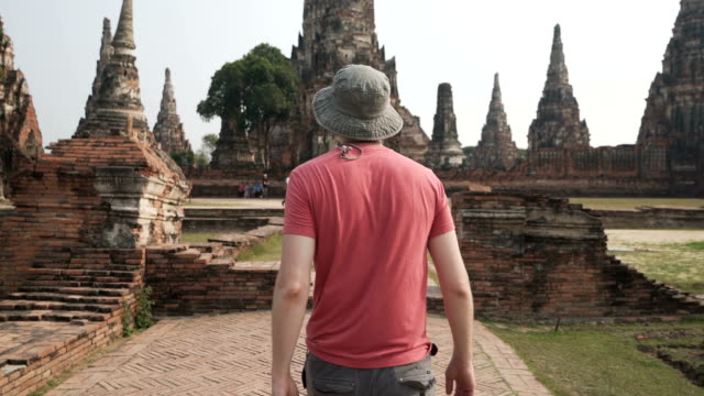stockvideo's en b-roll-footage met verkennen van thailand - rear view