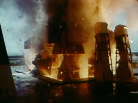 vídeos y material grabado en eventos de stock de explosion from rocket boosters - lanzacohetes
