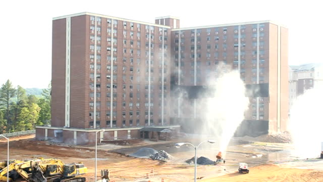 stockvideo's en b-roll-footage met explosive building demolition - bouwen