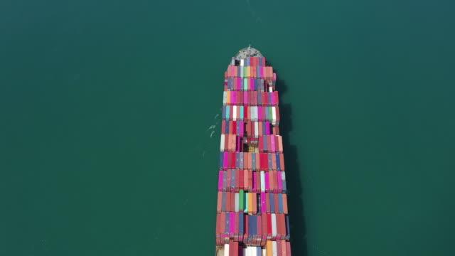 vídeos de stock, filmes e b-roll de exportação, navio de recipiente no mar - recipiente