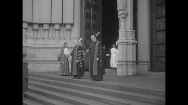 vidéos et rushes de ext cathedral / queen mother greeted by dignitaries / escorted up steps into cathedral by priest / ls she signs guest registry / ms same / ext view... - adlai stevenson