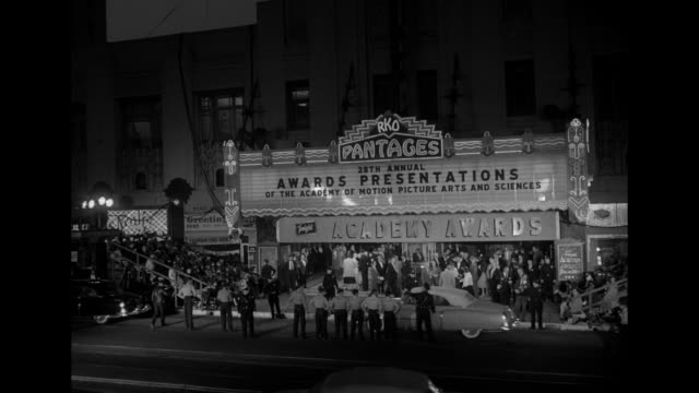 VS Ext Pantages Theatre marquee ï28th Annual Awards Presentations of the Academy of Motion Picture Arts and SciencesÍ celebrities and audience...