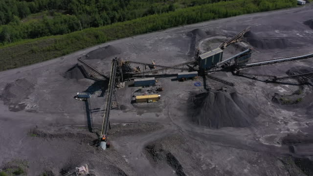 exterior aerial drone shots of lattimer coal mine and coal mining equipment on the 5th july 2020 in lattimer, pennsylvania, united states - kohlengrube stock-videos und b-roll-filmmaterial