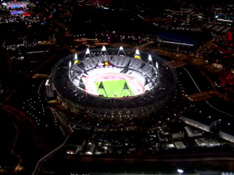 exterior aerial night shots the olympic stadium lit up detailing the track field olympic stadium night shot aerials on august 02 2012 in london... - 2012年ロンドン夏季オリンピック点の映像素材/bロール