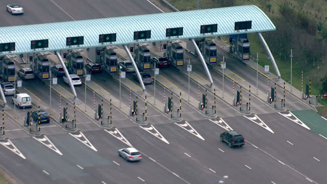 exterior aerial shots m6 toll road & pay stations. private companies could run major roads in england under plans being studied by the government m6... - major road bildbanksvideor och videomaterial från bakom kulisserna