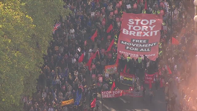 stockvideo's en b-roll-footage met exterior aerial shots of anti-brexit protest organised by people's vote on 20th october 2018 in london, england. - brexit