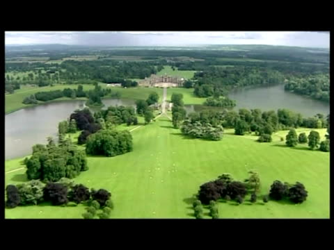 vídeos y material grabado en eventos de stock de exterior aerial shots of blenheim palace exterior aerial shots of blenheim palace with marquee at the rear in preparation of john terry's wedding... - palacio de blenheim