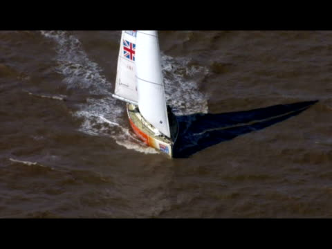 exterior aerial shots of boats finishing the clipper 0910 round the world yacht race exterior aerial shots of eventual winners spirit of australia... - 船の一部点の映像素材/bロール