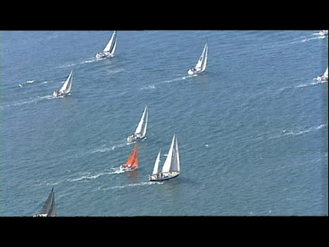 vidéos et rushes de exterior aerial shots of boats yachts competing in the cowes boat race - cowes