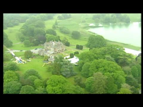 vídeos y material grabado en eventos de stock de exterior aerial shots of castle leslie, the venue for the wedding of sir paul mccartney & heather mills. - provincia de ulster