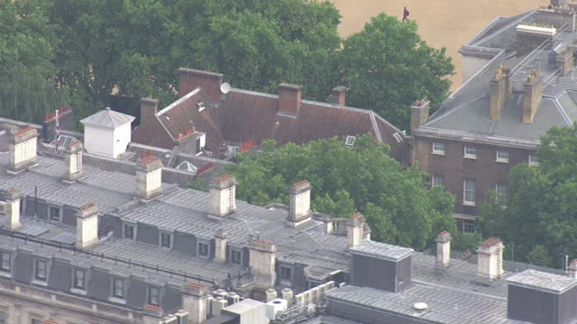 vídeos y material grabado en eventos de stock de exterior aerial shots of downing street and surrounding environs on 9 june 2017 in london united kingdom - rodear