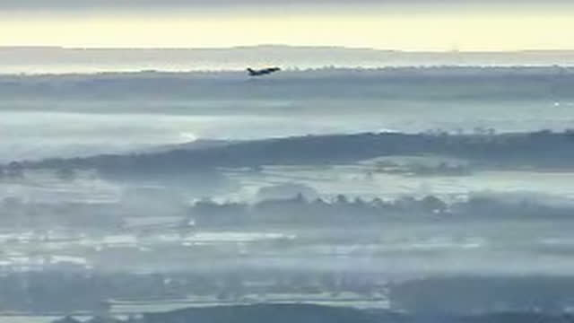 exterior aerial shots of gatwick airport on a cold, misty morning as a plane takes off on november 30, 2016 in london, united kingdom. - m25 video stock e b–roll