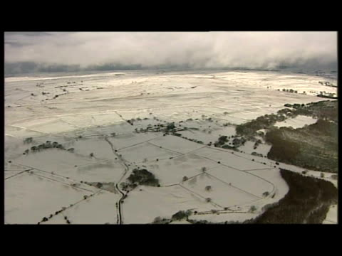 exterior aerial shots of generic snow covered british countryside - 水の形態点の映像素材/bロール